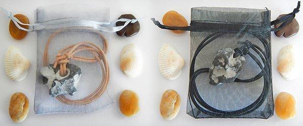Hühnergott Amulette im Organzabeutel (Abb. ähnlich)