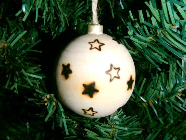 """Weihnachtskugel """"Sterne"""" am Tannenbaum (Abb. ähnlich & ohne Dekoration)"""