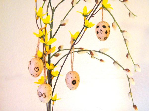 Ostara Eier am Forsythienzweig mit Weidenkätzchen (Abb. ähnlich & ohne Dekoration)