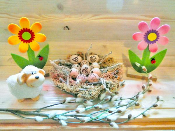 Ostara Eier im Nest - Dekorationsbeispiel (Abb. ähnlich & ohne Dekoration)
