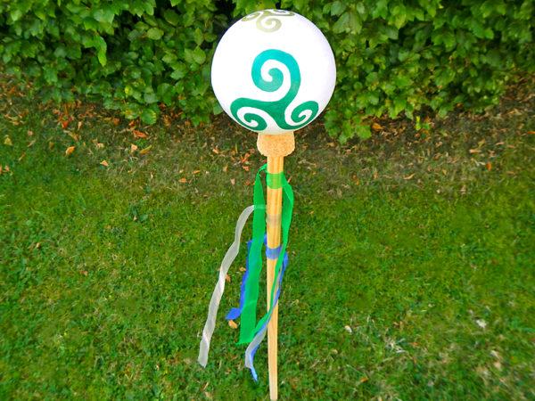 """Gartenkugel """"Triskele"""" von oben 2 (Abb. ähnlich & ohne Dekoration)"""